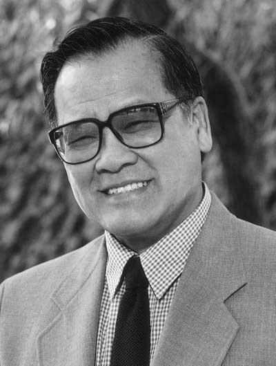 Wong-Hoover-Associate-Professor-Emeritus-of-Chinese-Studies----400x529-72dpi-min