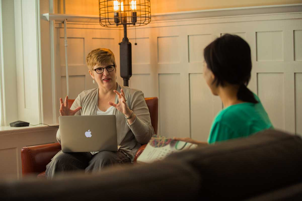 ASSOCIATE-PROFESSOR-OF-PSYCHOLOGY-CYNTHIA-B-ERIKSSON-SPEAKING-WITH-A-STUDENT-AT-FULLER-SEMINARY